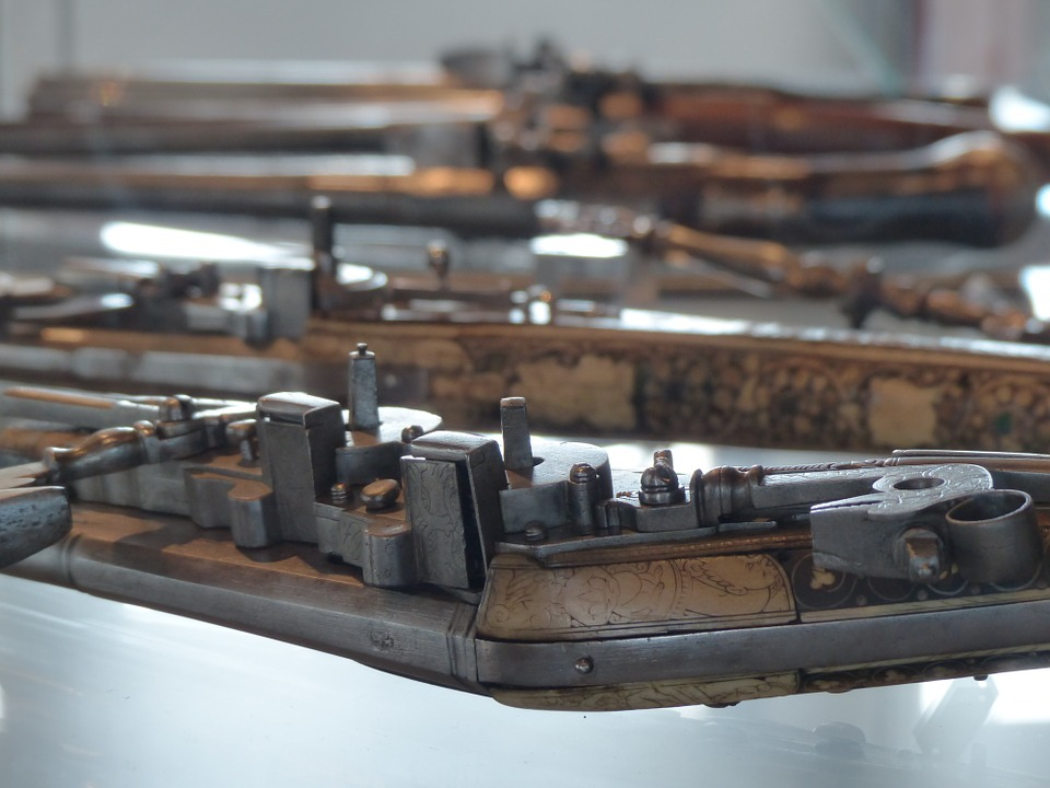 antique rifles laying out